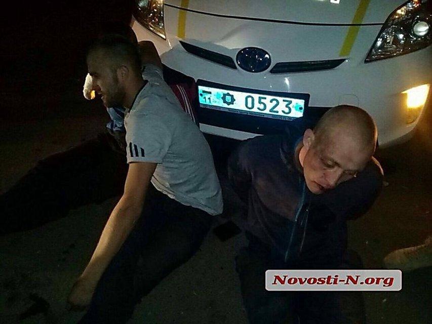В Николаеве в ходе погони со стрельбой задержали пьяных морпехов - фото 77408
