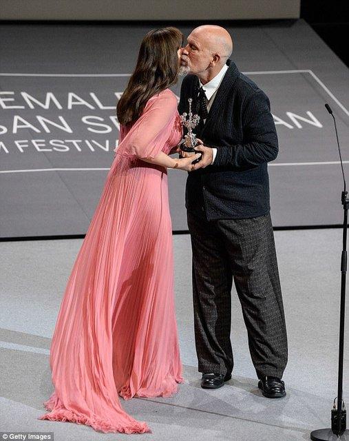 Моника Беллуччи получила награду на кинофестивале в Сен-Себастиан - фото 77478