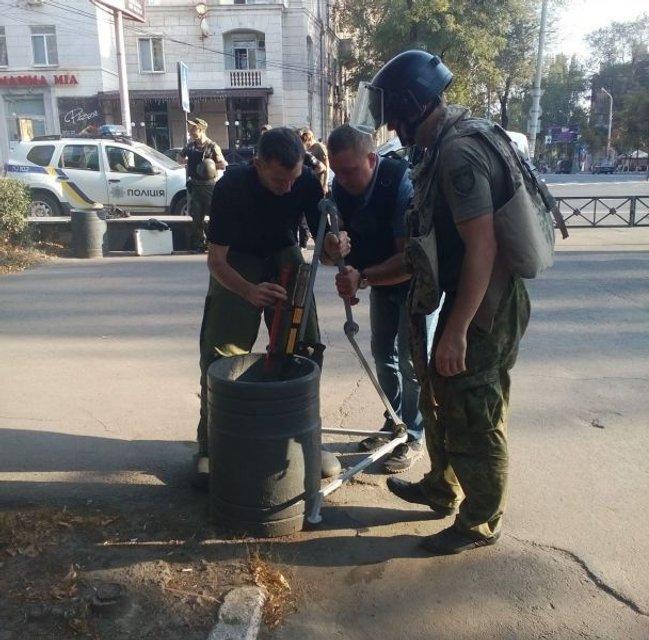 В центре Мариуполя нашли взрывчатку - фото 75828