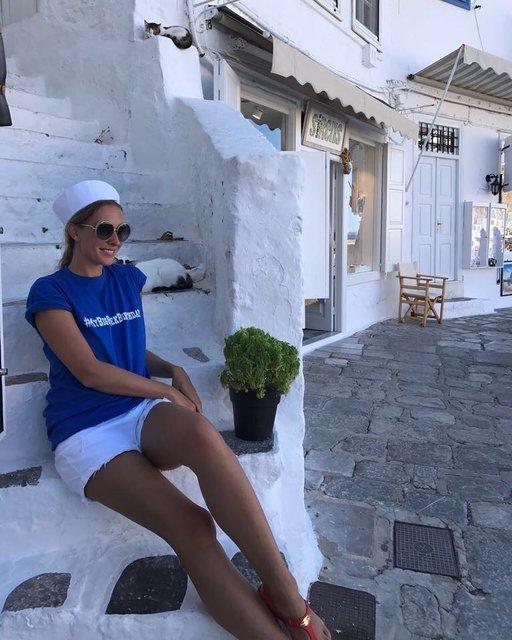 Катя Осадчая похвасталась стройными ножками в коротких шортах на отдыхе в Греции - фото 73602