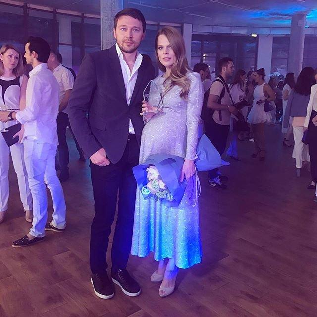 Беременная Ольга Фреймут с мужем  - фото 76146