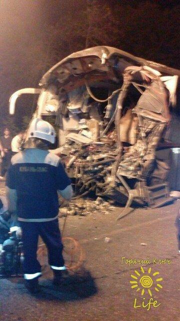 В России автобус с паломниками попал в жуткое ДТП, много погибших - фото 76460