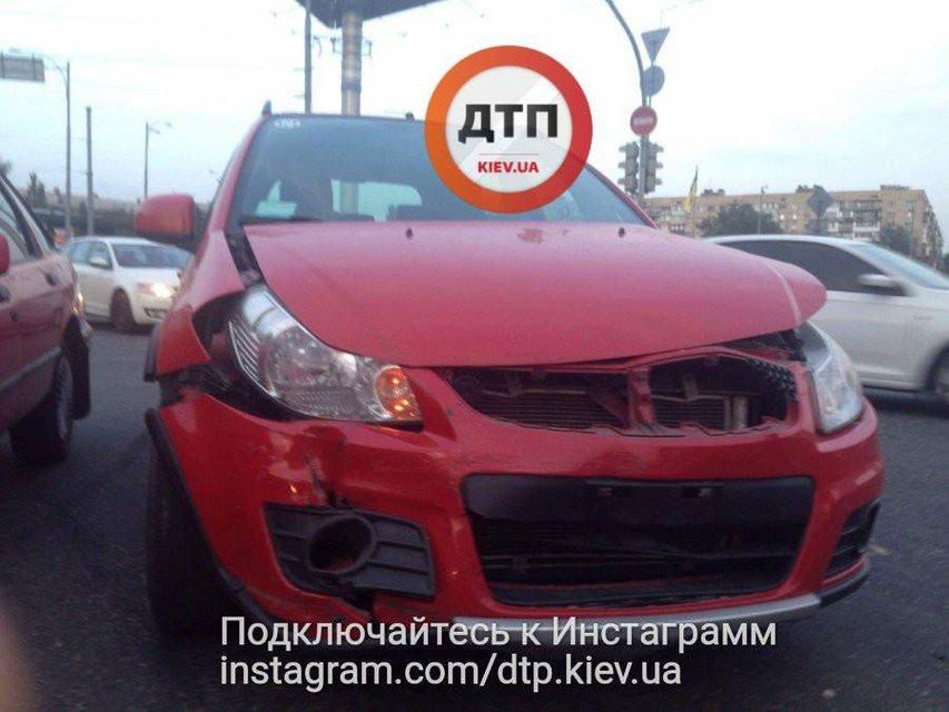 Водитель без страховки устроил ДТП с пострадавшими в Киеве - фото 73683
