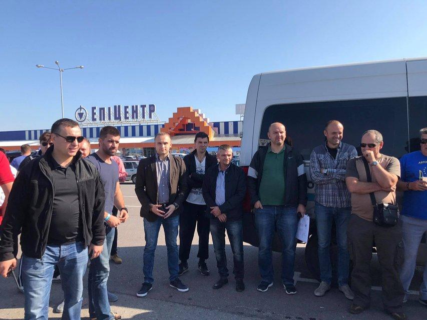 Первые 300 лиц выехали встречать Саакашвили - фото 72612