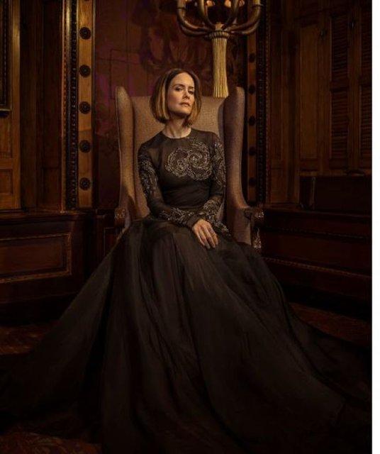 Сара Полсон поразила красотой в элегантных нарядах - фото 79079