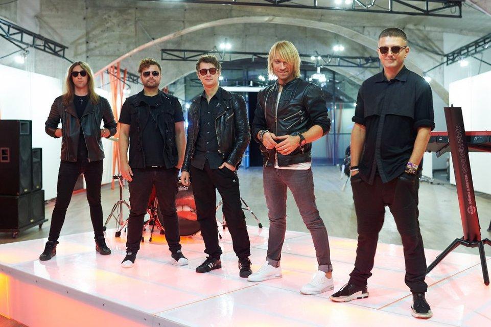 Олег Винник со своей командой - фото 84458