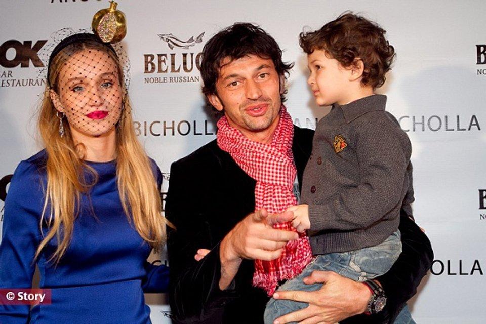 Фото Каха Каладзе с женой Ануки Арешидзе и сыном - фото 83536