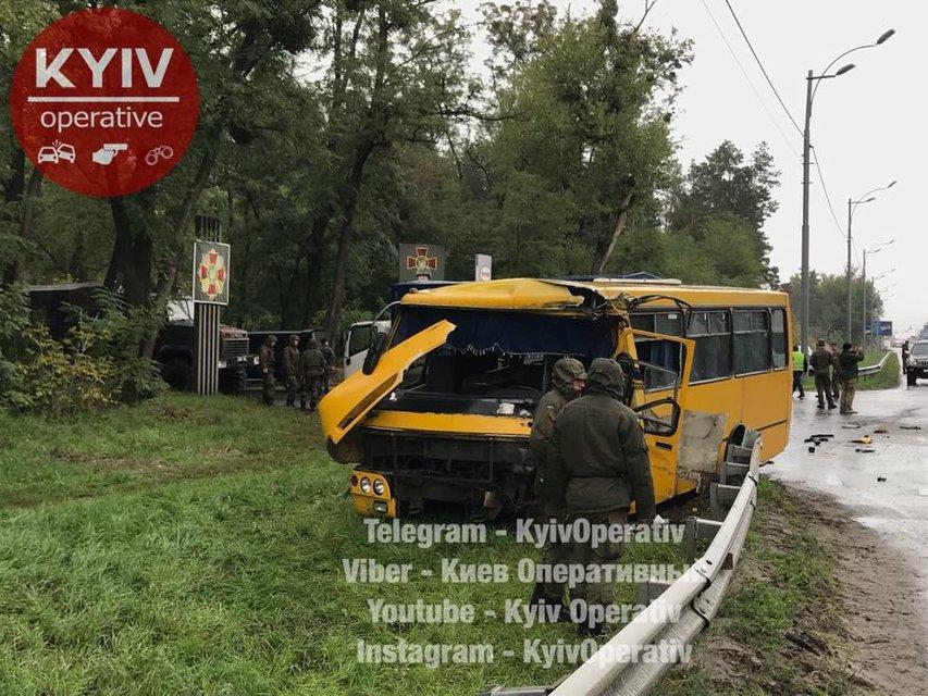 Под Киевом автобус Нацгвардии попал в ДТП, есть погибшие - фото 78946
