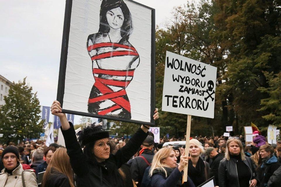 Марш протеста в Дублине: десятки тысяч женщин требовали права на аборт - фото 77783