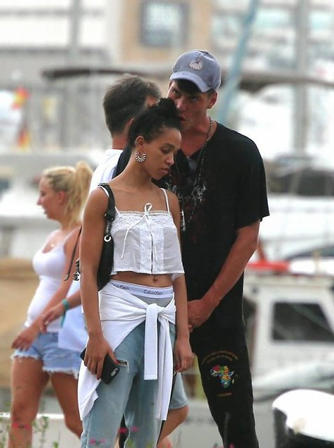 Бывшая невеста Паттинсона FKA Twigs встречается с манекенщиком - фото 81077