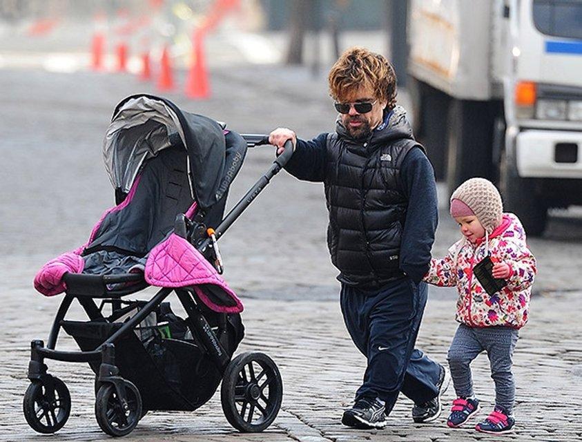 Питер Динклейдж с дочерью - фото 83486