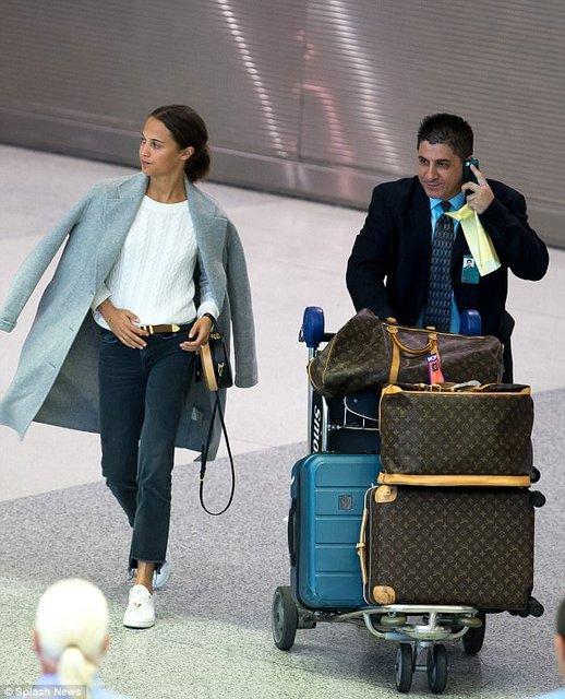 Алисия Викандер в аэропорту Майями - фото 84775