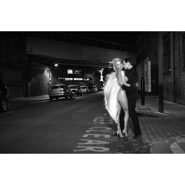 Памела Андерсон полностью оголилась для модного глянца - фото 85368