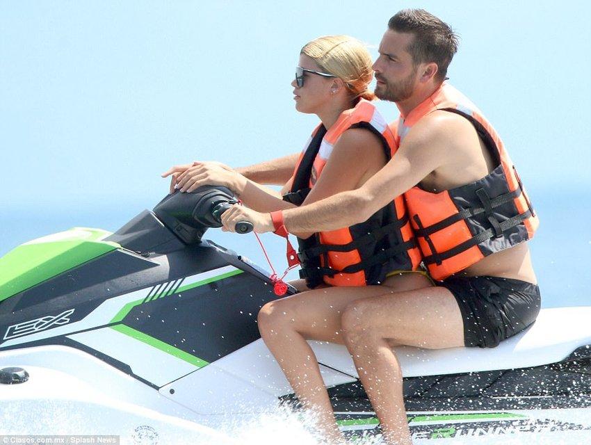 София Ричи и Скотт Дисик резвятся у моря в Мексике - фото 78246