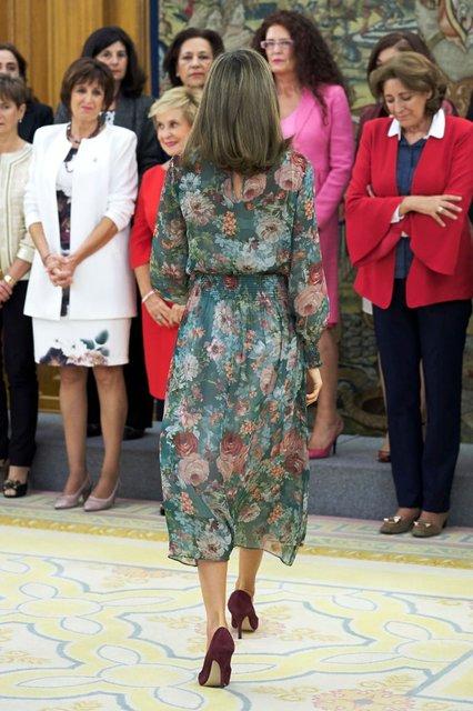 Королева Летиция вышла в свет в платье за 50 евро - фото 82505