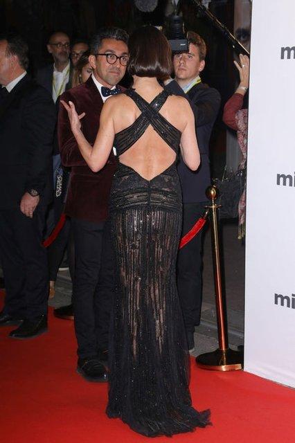 Кэтрин Зета-Джонс в полупрозрачном платье произвела фурор на премьере в Каннах - фото 83248