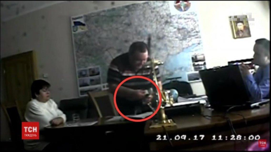 Взятка месяца: Беспардонные судьи, чиновник Укрзализныци и экс-чиновник Харьковской ОГА - фото 78108