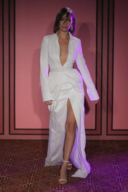 Белла Хадид покорила красотой в откровенном платье в Нью-Йорке - фото 78218