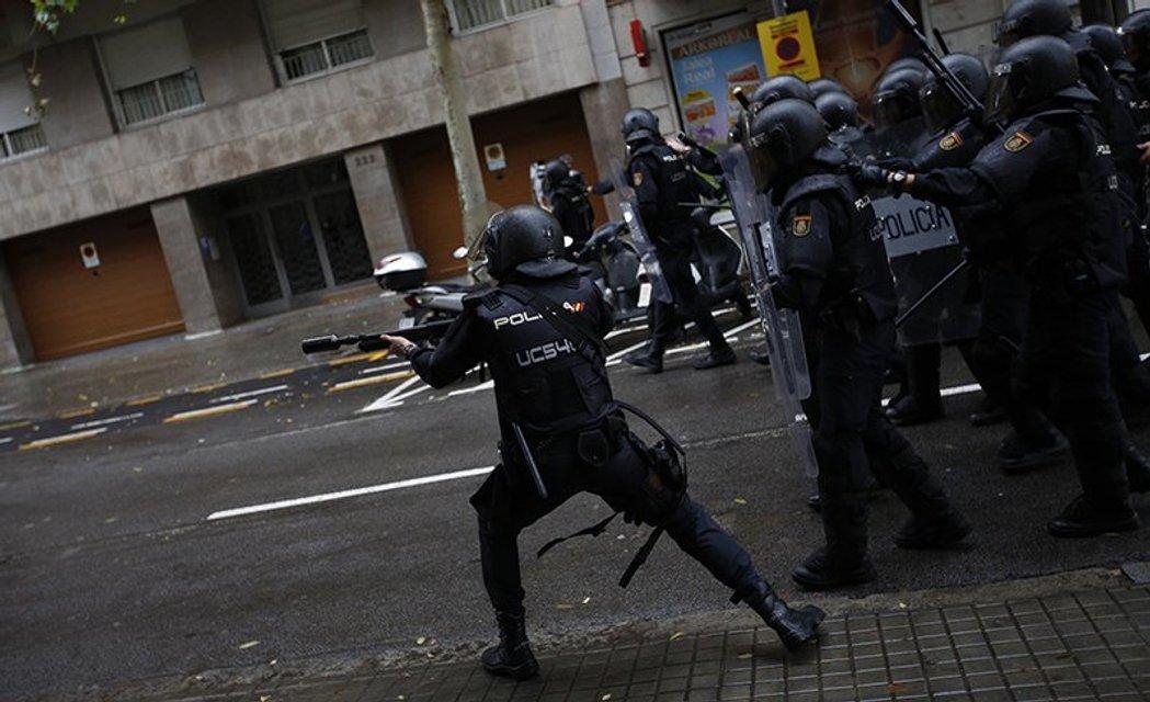 Украинские граждане не пострадали в результате стычек с полицией в Каталонии - фото 77948