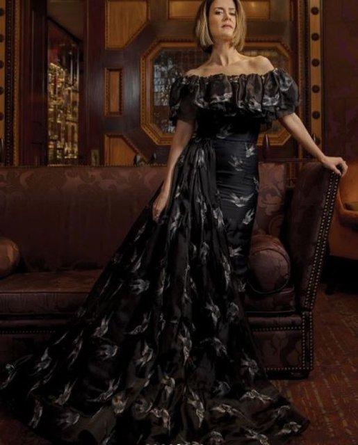 Сара Полсон поразила красотой в элегантных нарядах - фото 79083
