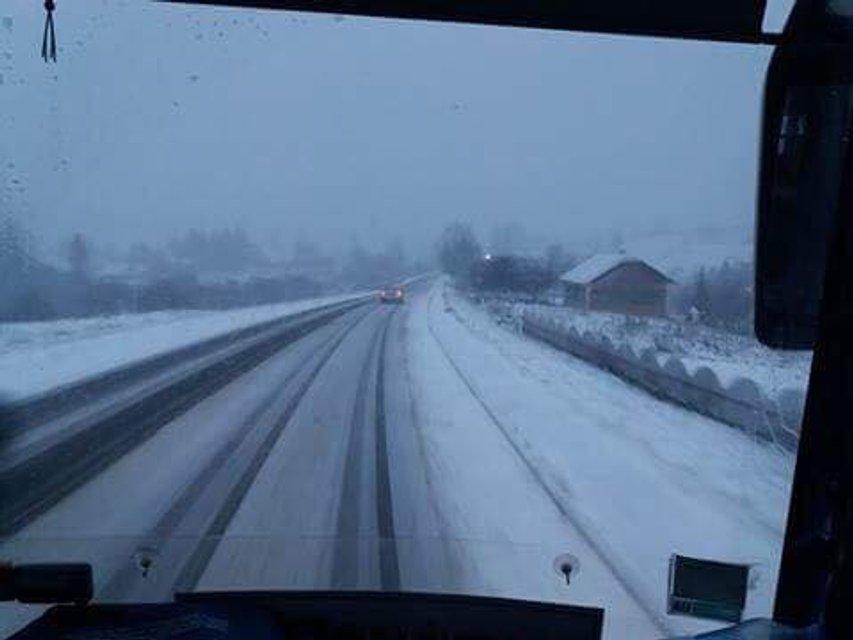 Трассу Киев-Чоп засыпало снегом (фото) - фото 85870