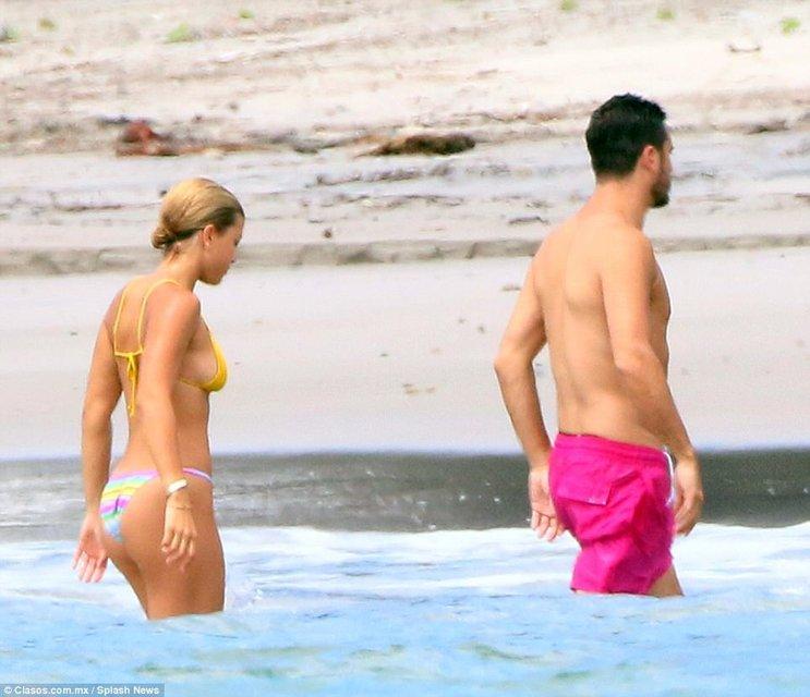 София Ричи и Скотт Дисик резвятся у моря в Мексике - фото 78257