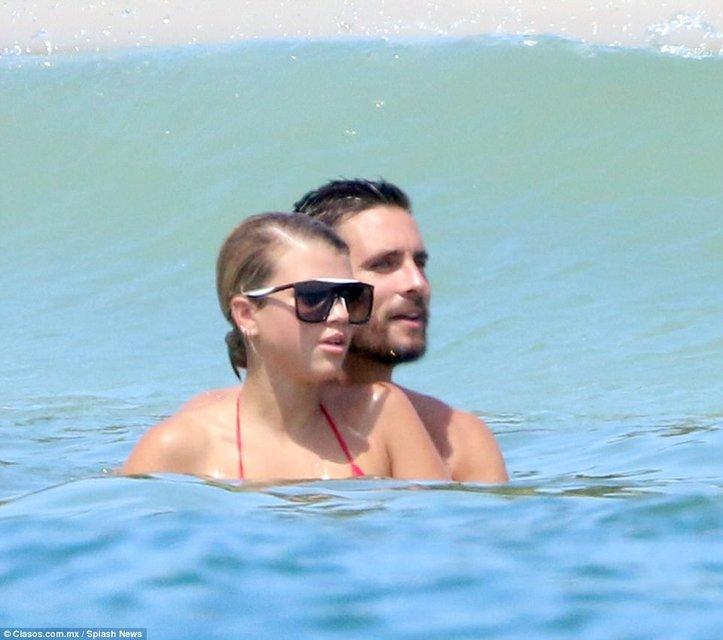 София Ричи и Скотт Дисик резвятся у моря в Мексике - фото 78256