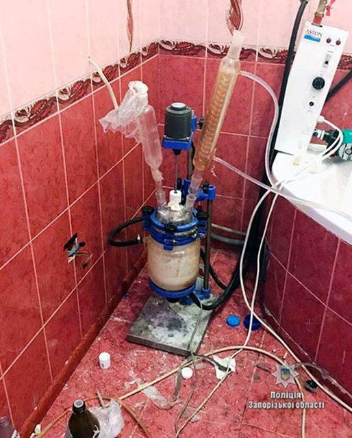 На территории четырех областей Украины злоумышленники занималась изготовлением наркотического препарата метадон - фото 77812
