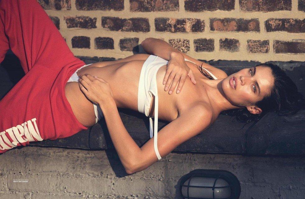 Сара Сампайо снялась в откровенной фотосессии топлес - фото 80794