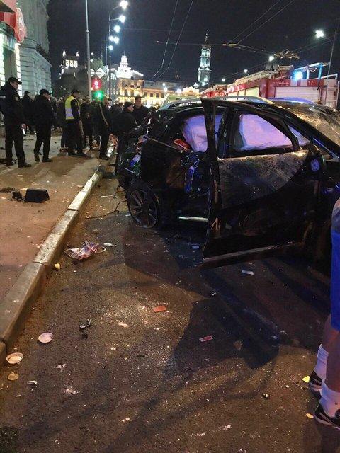 В центре Харькова внедорожник вылетел на тротуар: много погибших - фото 82658