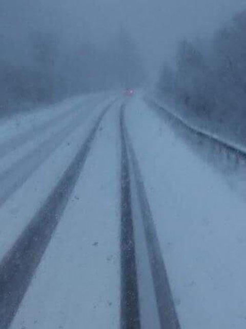 Трассу Киев-Чоп засыпало снегом (фото) - фото 85873