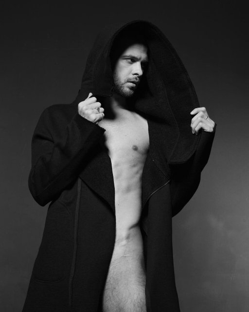 Вслед за Козловским: Макс Барских публично обнажился (18+) - фото 80773