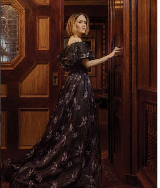 Сара Полсон поразила красотой в элегантных нарядах - фото 79078
