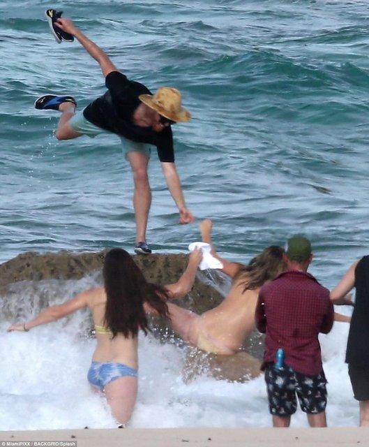 Кейт Аптон свалилась в море во время интимной съемки - фото 81499