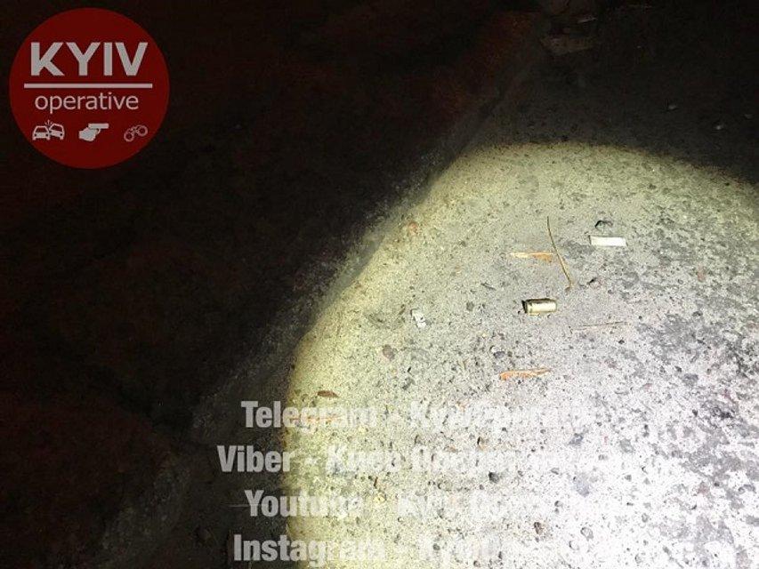 Стрельба в Киеве: женщине выстрелили в ногу - фото 79767