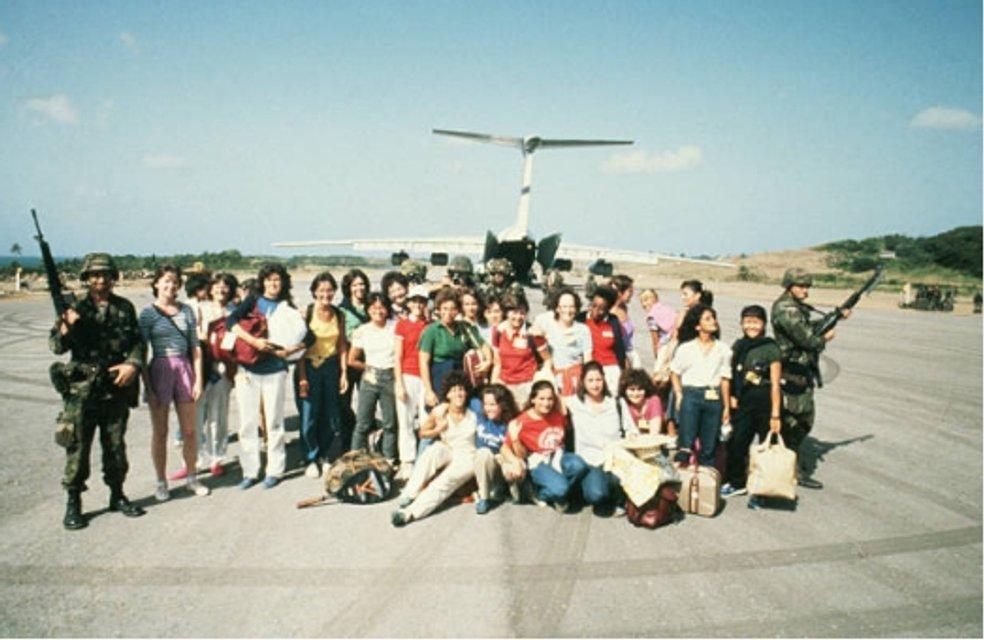 Американские туристы возвращаются домой - фото 84939