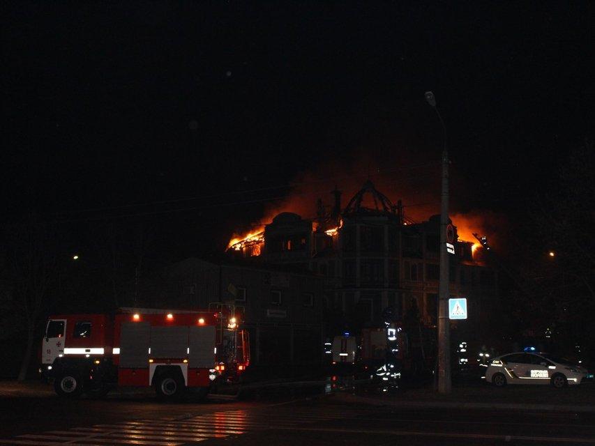 В Киеве подожгли общежитие, где живут бойцы Кохановского и переселенцы - фото 84814