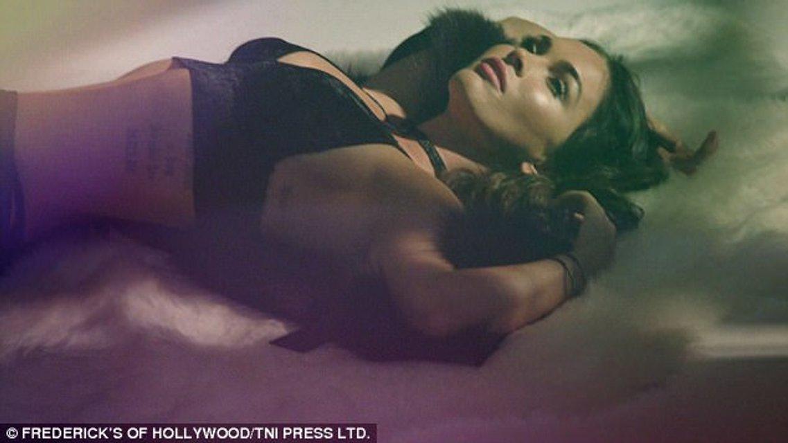 Меган Фокс в сексуальном белье снялась в откровенной фотосессии - фото 84611