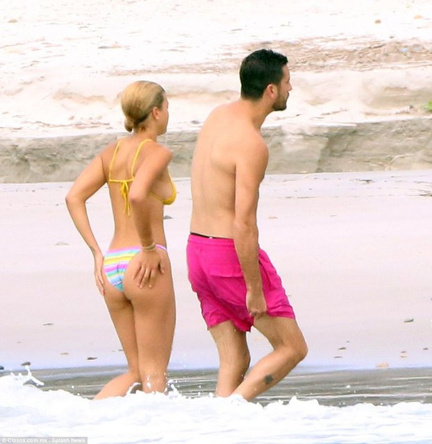 София Ричи и Скотт Дисик резвятся у моря в Мексике - фото 78255