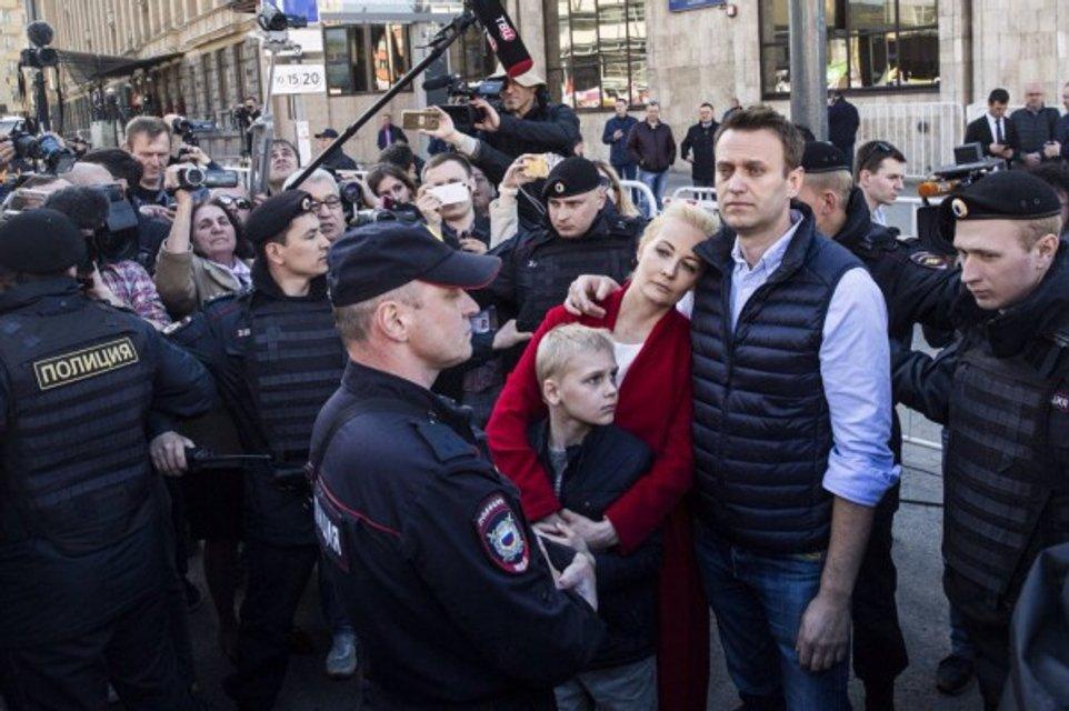 Алексей Навальный в позе - фото 83826