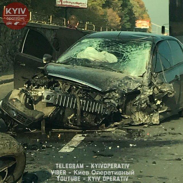 Огромные пробки: В Киеве произошло серьезное ДТП - фото 82350