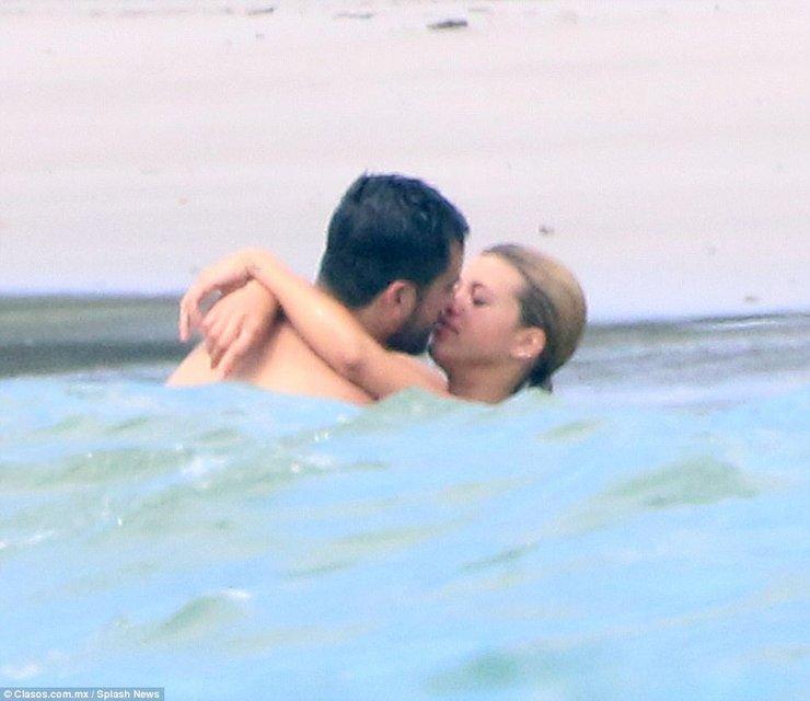 София Ричи и Скотт Дисик резвятся у моря в Мексике - фото 78259
