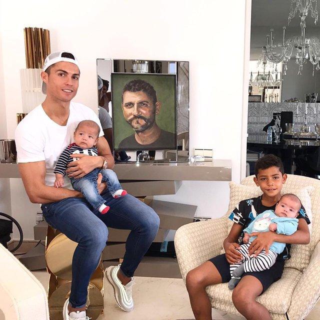 Криштиану Роналду с детьми - фото 86111