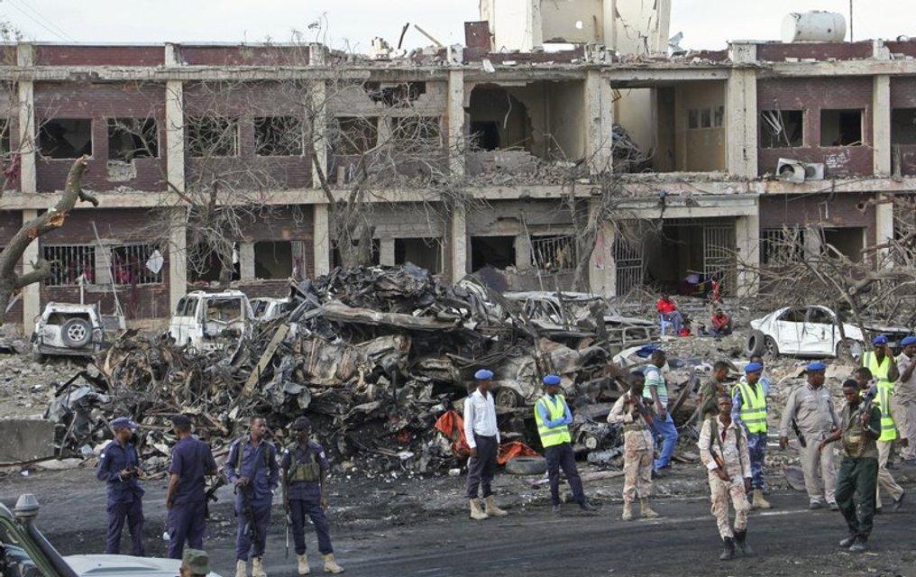 Грузовик нечиненый взрывчаткой взорвался под стенами гостиницы - фото 81809