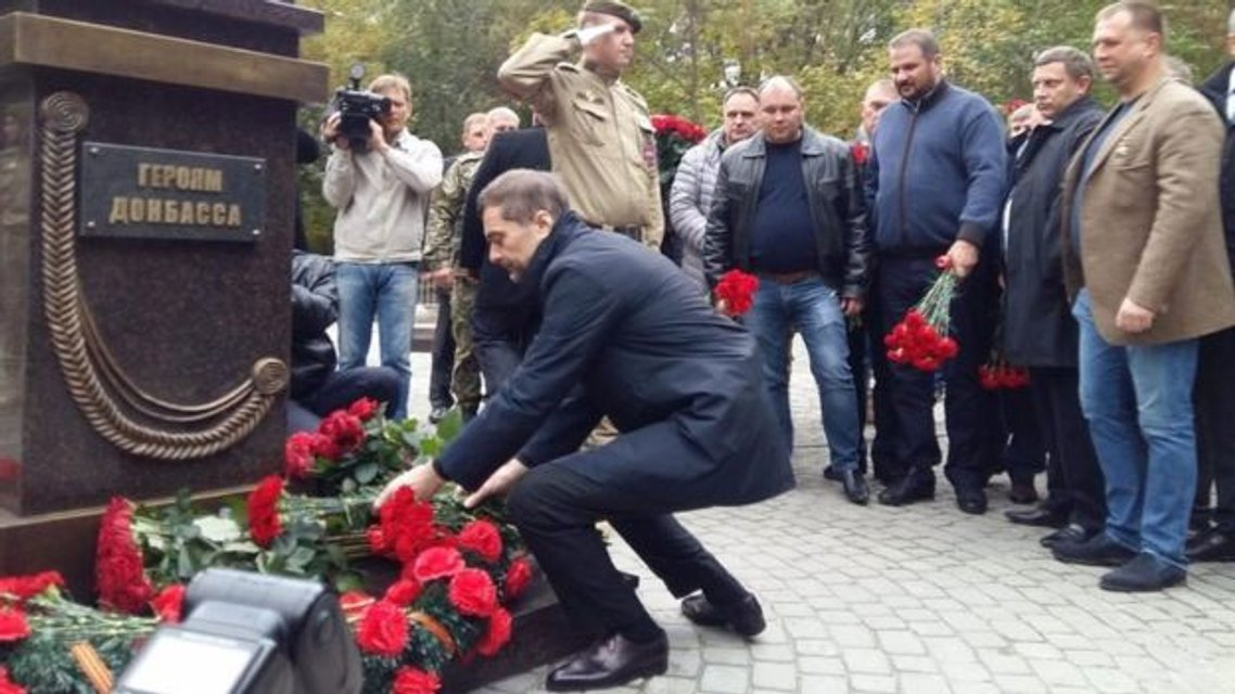 Сурков возложил цветы