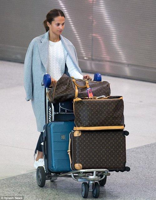 Алисия Викандер в аэропорту Майями - фото 84774