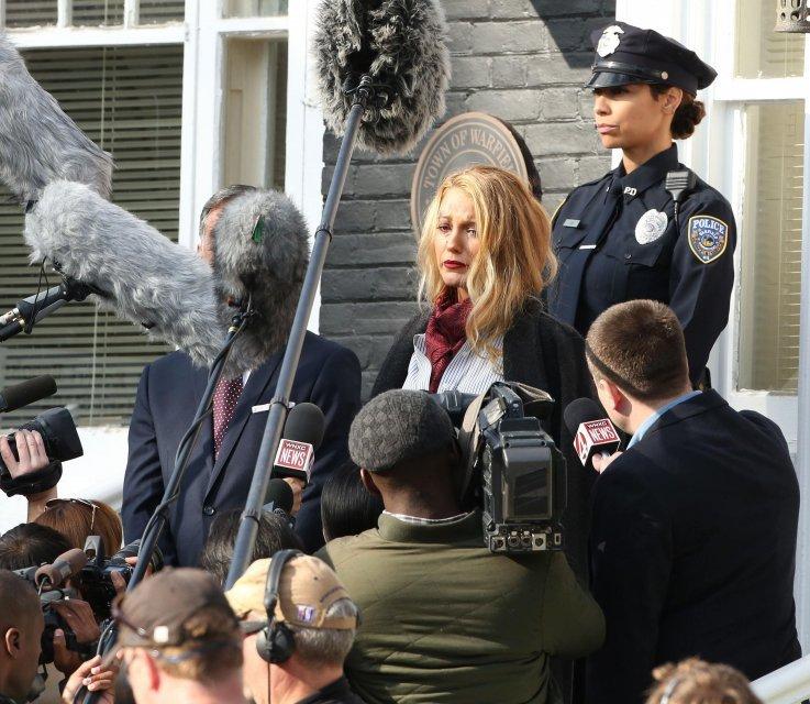 Блейк Лайвли на съемках фильма 'Простой фаворит' - фото 86328