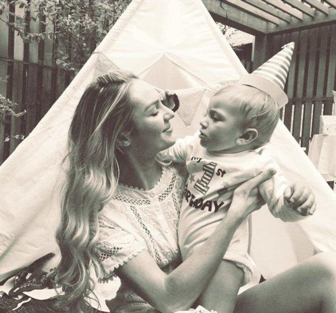 Редкий момент: Кэндис Свейнпол опубликовала трогательное фото с сыном - фото 80157