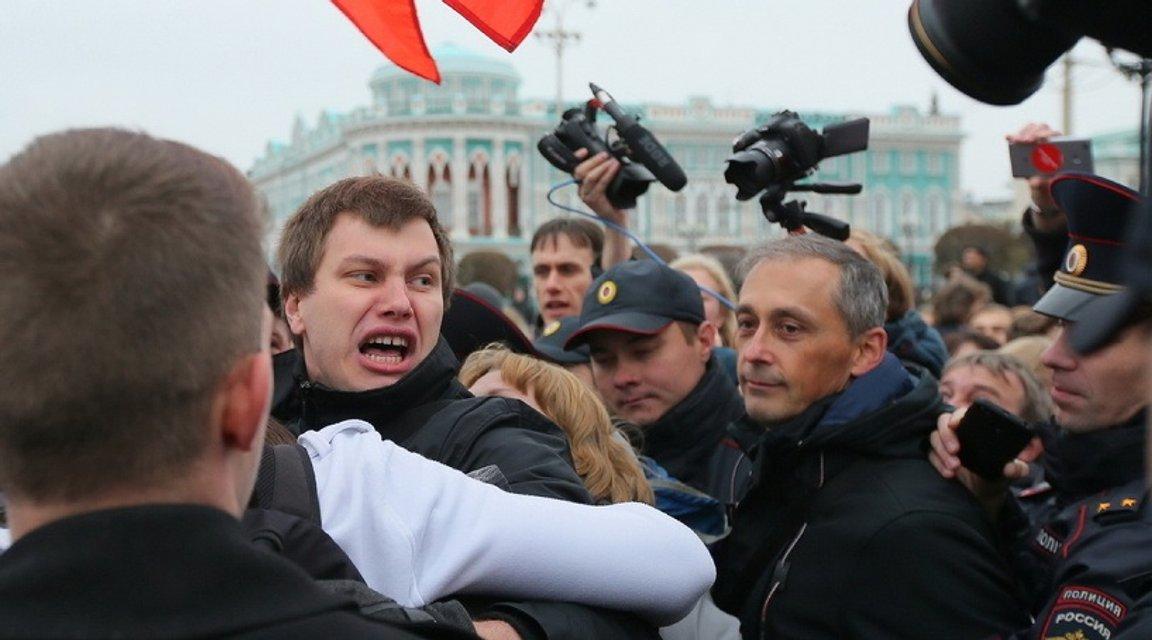 Участники акций в России требуют освободить Навального - фото 79654