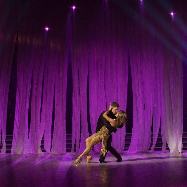 Танці з зірками 2017 10 выпуск финал - Наталья Могилевская и Игорь Кузьменко Румба - фото 85839